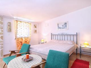 Iva studio with WiFi, air condition, terrace