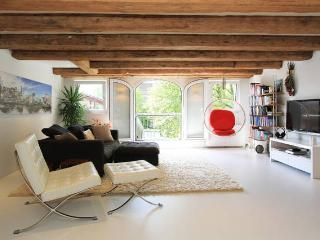 Luxury, big, canalview LOFT at A'dam old centre!, Amsterdã