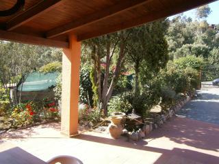 Villa con patio e giardino in villaggio sul mare, Geremeas