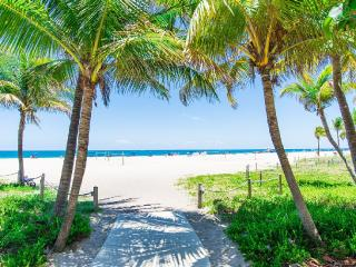 Seaside Breeze Beach Paradise: 4 Bedrooms, 4 Baths