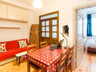 COSY APPARTEMENT @ BEST LOCATION of TAKSİM, Istanbul
