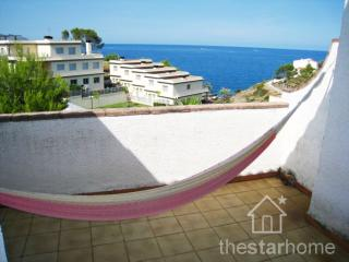 273 House with terrace and gardens by the sea!, Llançà