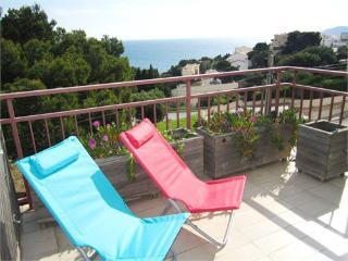 533 - Great sea view and big terrace!, Llanca