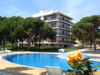 LOVELY SUNNY AND QUIET APARTMENT, Albufeira