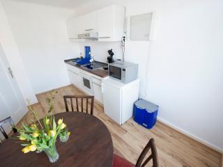 2 Zimmer ( 4 Betten ) Apartment im 1.Stockwerk, Grenzach-Wyhlen