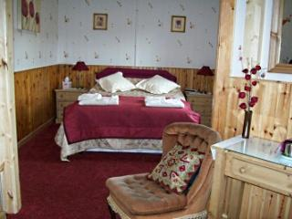 Rhiwiau Isaf Guesthouse Caernarfon Room, Llanfairfechan