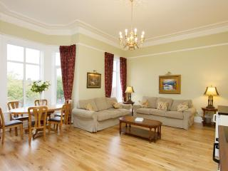 Beautifully restored Victorian apartment - slps 6