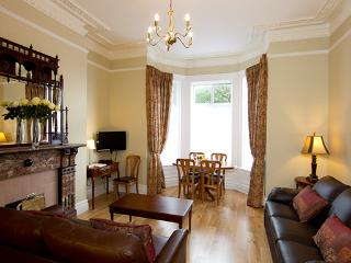 Superb apt for 6, fantastic public transport,  great location, 10 min to city