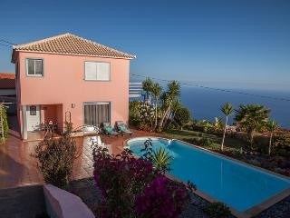 """CASA BELLA VISTA PRAZERES"" - POOL, WIFI, BBQ, SEA VIEW, Prazeres"