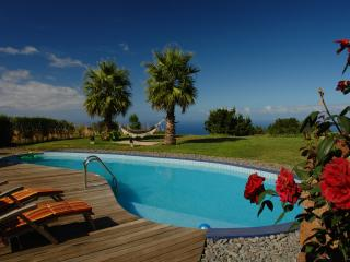 """CASA DO LUGARINHO"" - POOL, GARDEN, BBQ"