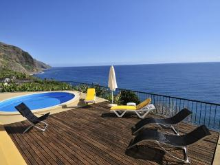 """SUNKEEPER VILLA"" - WIFI, BBQ, SEA VIEW, Calheta"