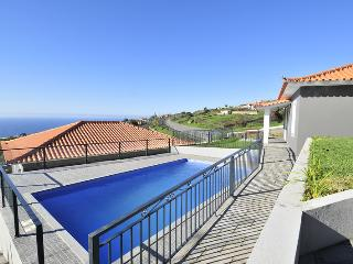 VILLA SAPATINHO - POOL, SEA VIEW, WIFI, BBQ