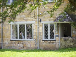 Cotswold stone cottage for two in Broadway village