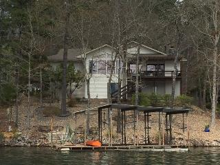Luxurious Lake Front Home! Amazing Lake Views!