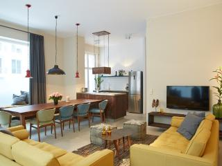 Fantastic Apartment with 5 Bedrooms, Berlin
