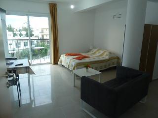 Brand New Cozy Studio Between Sea Side & Center, Paphos