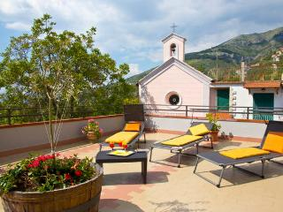 Newly-refurbished 3 bedroom house near Sorrento, Vico Equense