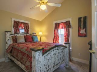 Abby's Place Suite 4 - A Short Drive to Main St., Fredericksburg