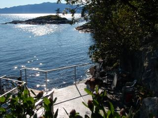 2 bedroom oceanfront Cottage, Halfmoon Bay