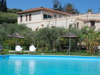 2 vani in un rigoglioso agrumeto con piscina, Santa Flavia