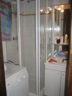 Salle de bain. wc séparés.