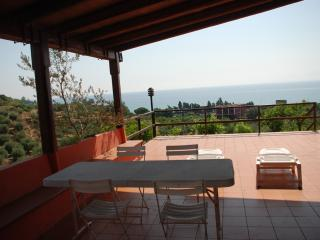 cottage con piscina vicino al mare
