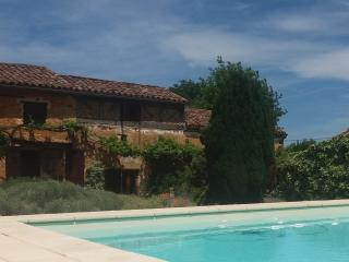 Charming Renovated Farmhouse (with Heated Pool), Monpazier
