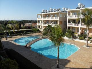Spacious 2 bed apartment with pool, Paphos