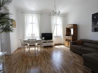 Sunny apartment on Augarten
