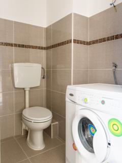 bagno secondario, wc, doccia lavabo , lavatrice