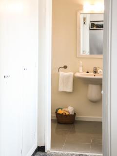 Habitación baño principal en Suite. Amplio Vestidor.