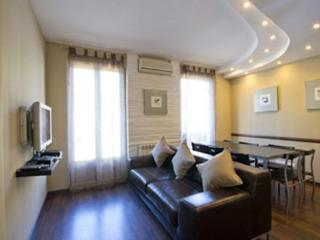 S1-Gorgeous Wooden Floor Flat Near SAGRADA FAMILIA, Barcelona