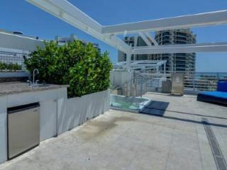 Presidential Hotel Suite w Private Deck & Hot Tub, Miami Beach