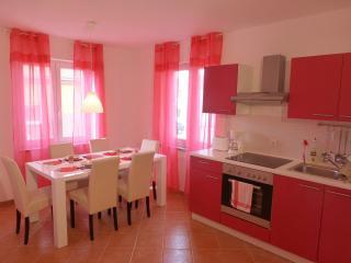 Apartmani Kvesic - Malina, Silo