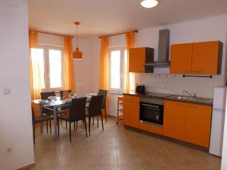 Apartmani Kvesic - Orange