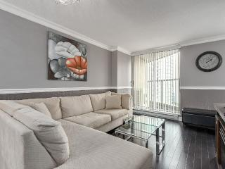 Modern Coal Harbour Apartment: 3 Beds + 2 Bath