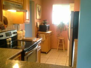 Condo on a Golf Course 15 min to Beach, Stuart