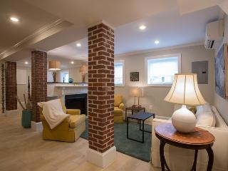 Large loft style exposed brick, w/d, pking, dw, FP