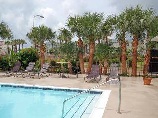 Happy Crab - 1 bedroom 1 bath w/pool and fitness center, just minutes from the beach! Pet Friendly (, Tiki Island