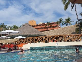 Beachfront condo - Ocean views - Fun Resort!, Puerto Vallarta