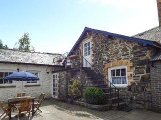 THE WYE studio accommodation, balcony, WiFi, walks, fishing, in Rhayader Ref 931174