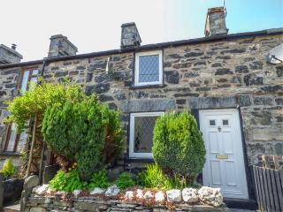 3 WHITE STREET, multi-fuel stove, fantastic walking, pet-friendly, Penmachno, Ref 12584