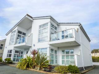 STONE'S THROW, ground floor apartment near beach, WiFi, patio, Benllech Ref 9340