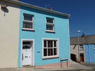 DRINGARTH, town house, enclosed garden, WiFi, Tenby, Ref 938184