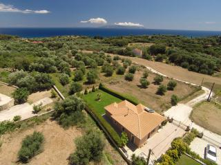 "Villa ""Paraspori"" with great sea views in Pessada"
