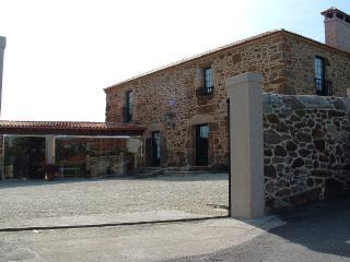 Amazing rustic stone house near Coruña and Baldaio beach, Santiago de Sísamo