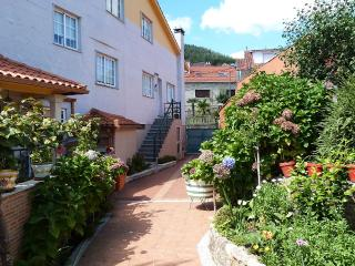 Peaceful holiday villa near the beach, San Xoán de Poio