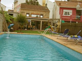 Rustic and cozy holiday house with swimming pool., O Grove