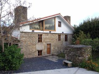 Lovely stone house near the coast with barbecue, Buño