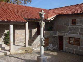 Lovely stone villa with swimming pool on Rías Baxas, Moscoso